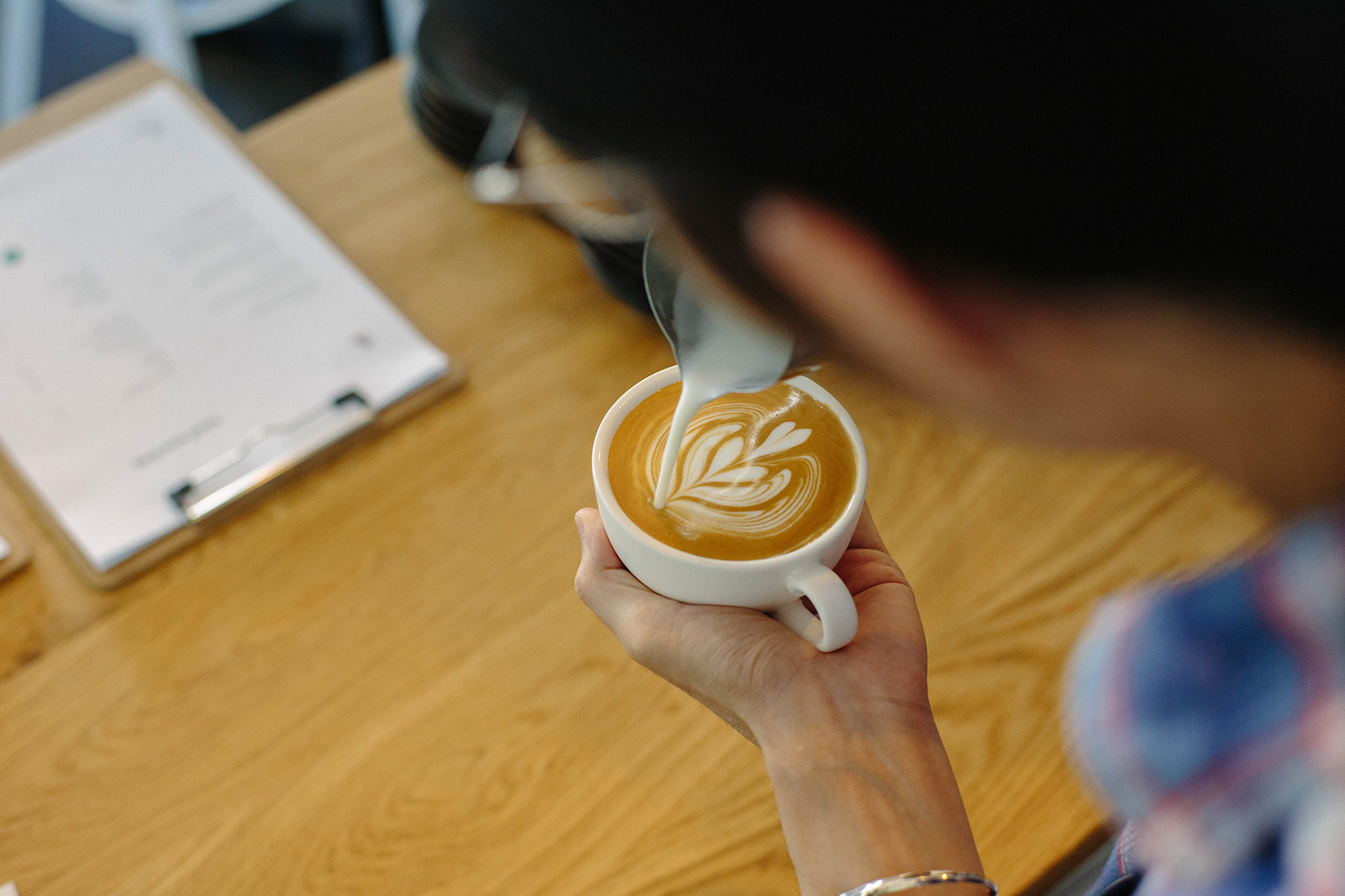 pour-coffee